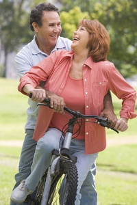 web_gyn_couple_on_a_bike_thinkstock_179019834.jpg
