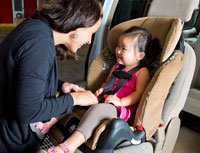 combination-seat-mom-fitting-child-6.jpg